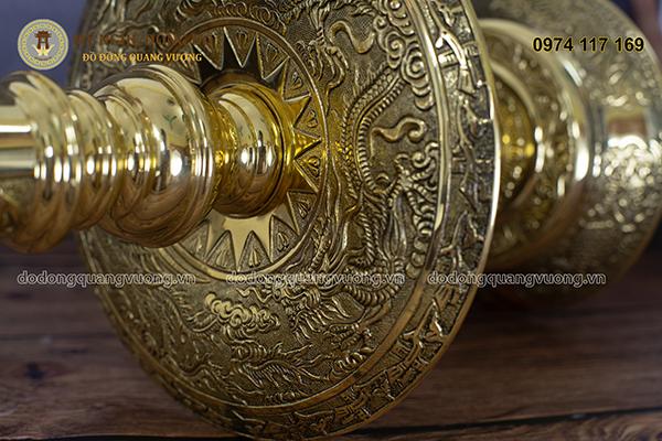 Hoa văn đôi nến Bộ Đỉnh Đồng Tam Sự Đồng vàng
