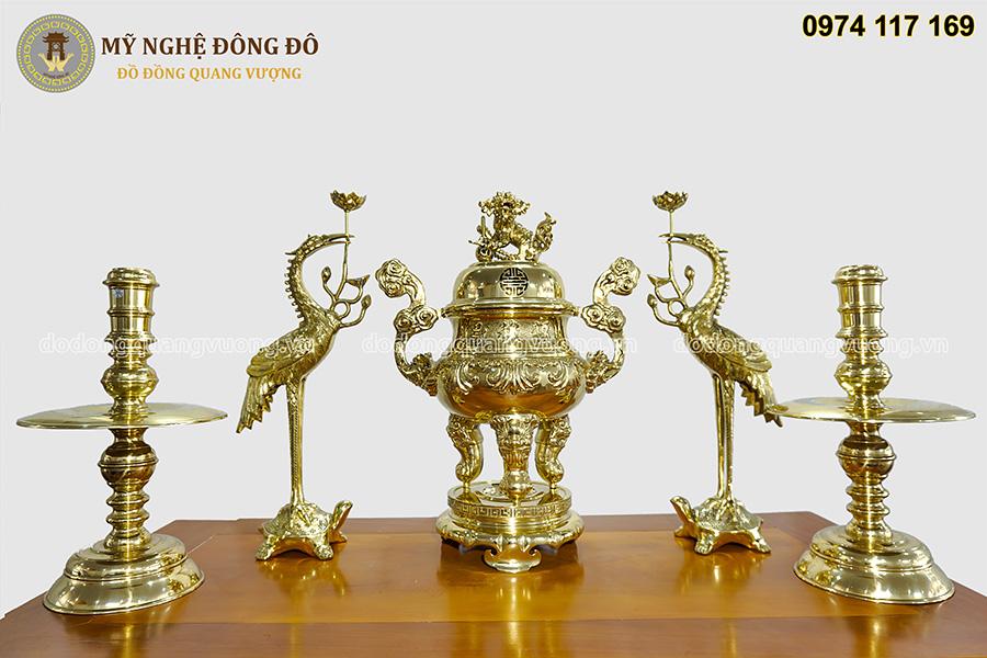 Bộ đỉnh thờ cúng bằng đồng vàng bóng chạm hoa sòi