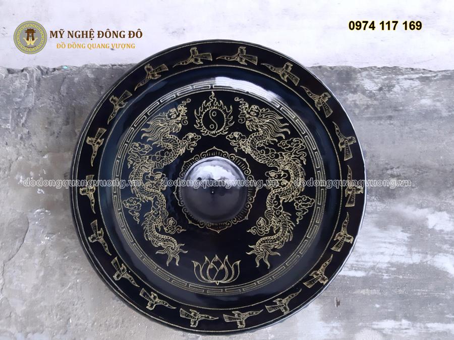 Chiêng đồng chạm rồng chàu nguyệt kích thước 82cm