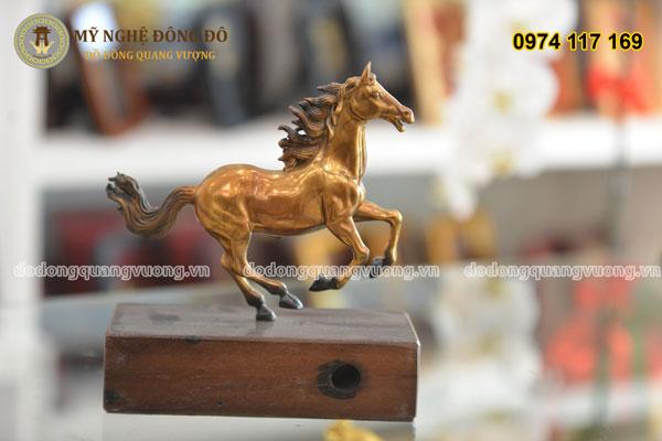 Ngựa đồng vàng tư thế phi mã tiếng hí