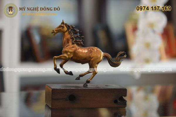 Ngựa đồng vàng tư thế phi mã