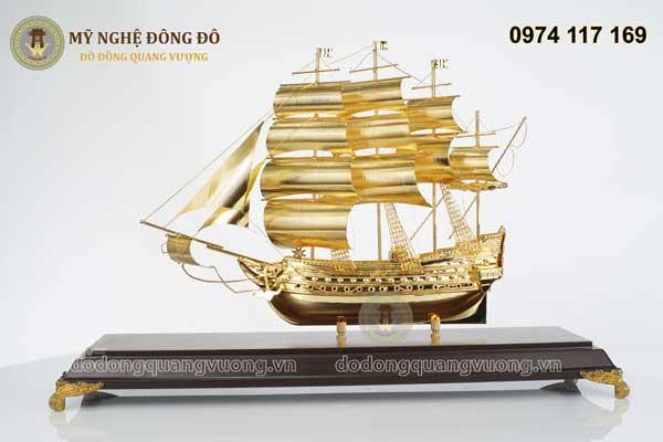 Mô hình thuyền buồm mạ vàng