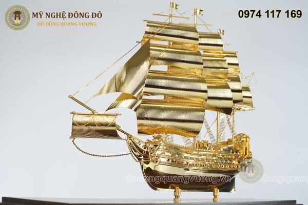 Thuyền buồm bằng đồng mạ vàng