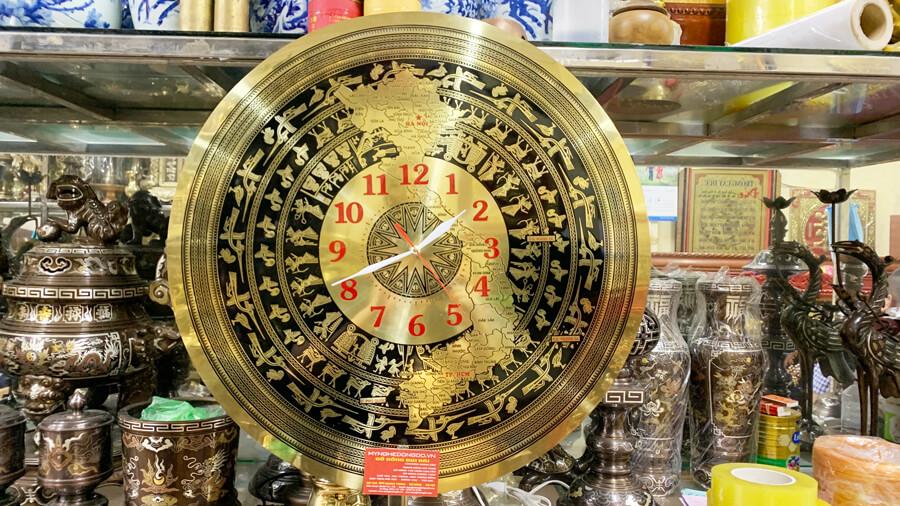 Đồng hồ mặt trống đồng hoa văn bản đồ Việt Nam