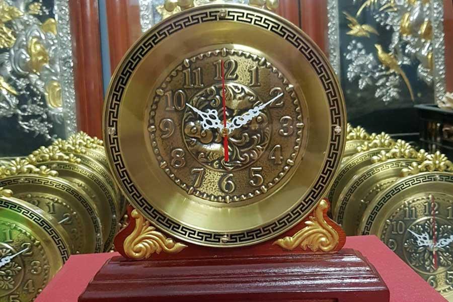 Đồng hồ quà tặng bằng đồng để bàn