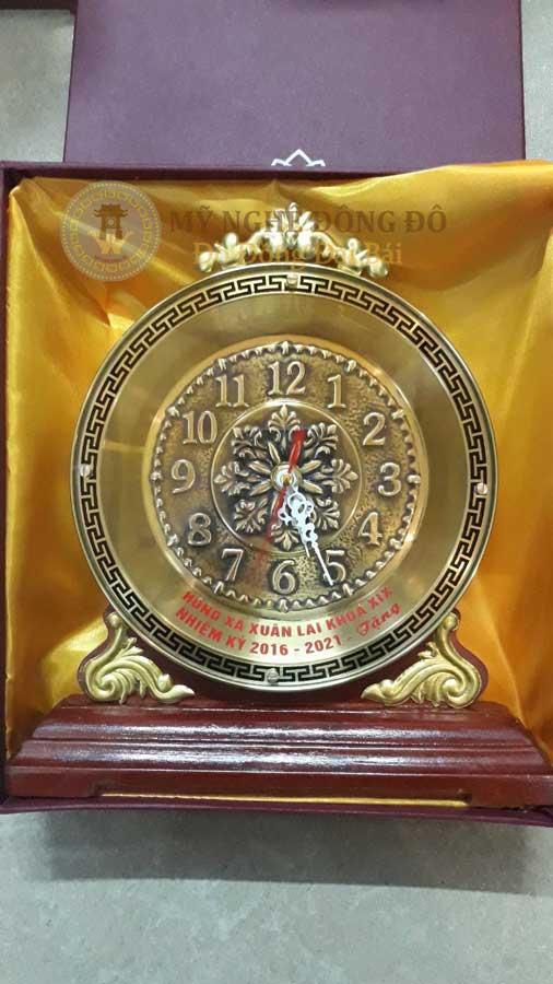 đồng hồ quà tặng khách đặt