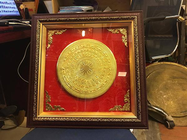 Mặt trống đồng mạ vàng tinh xảo khung tranh cao cấp