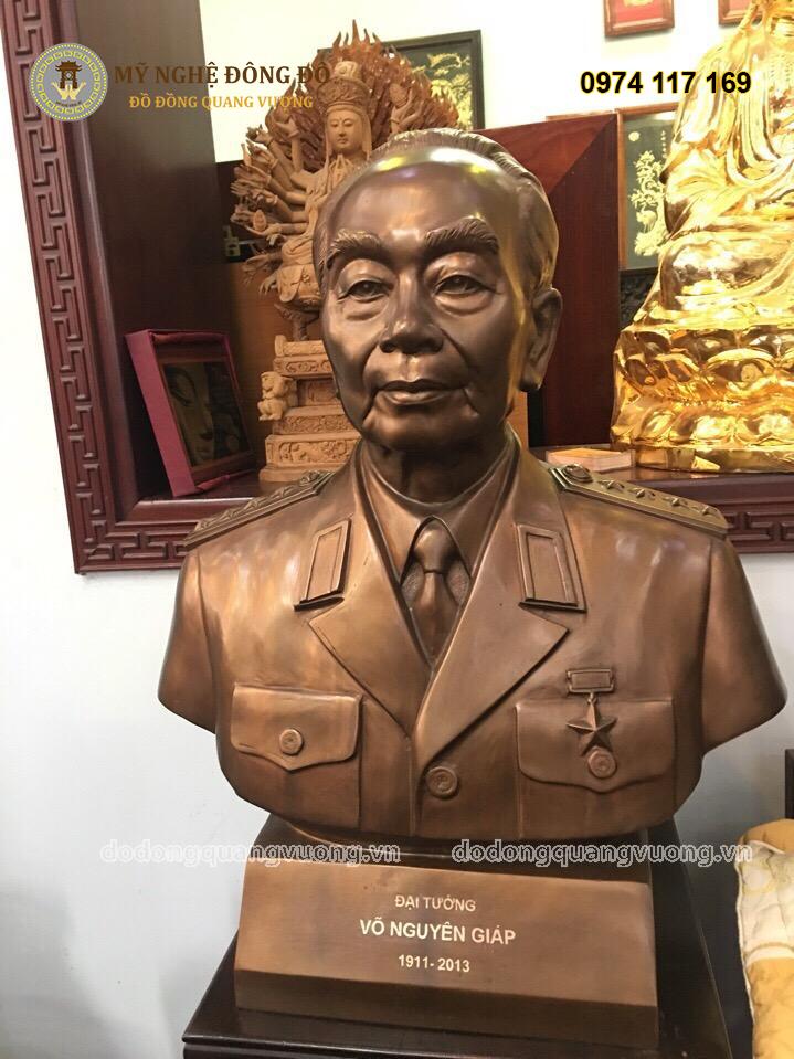 Tượng Đại tướng Võ Nguyên Giáp bằng đồng đỏ