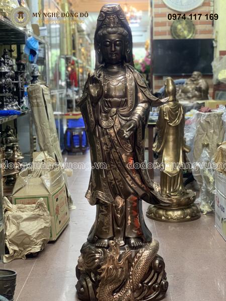 tượng đồng chạm khắc tinh xảo