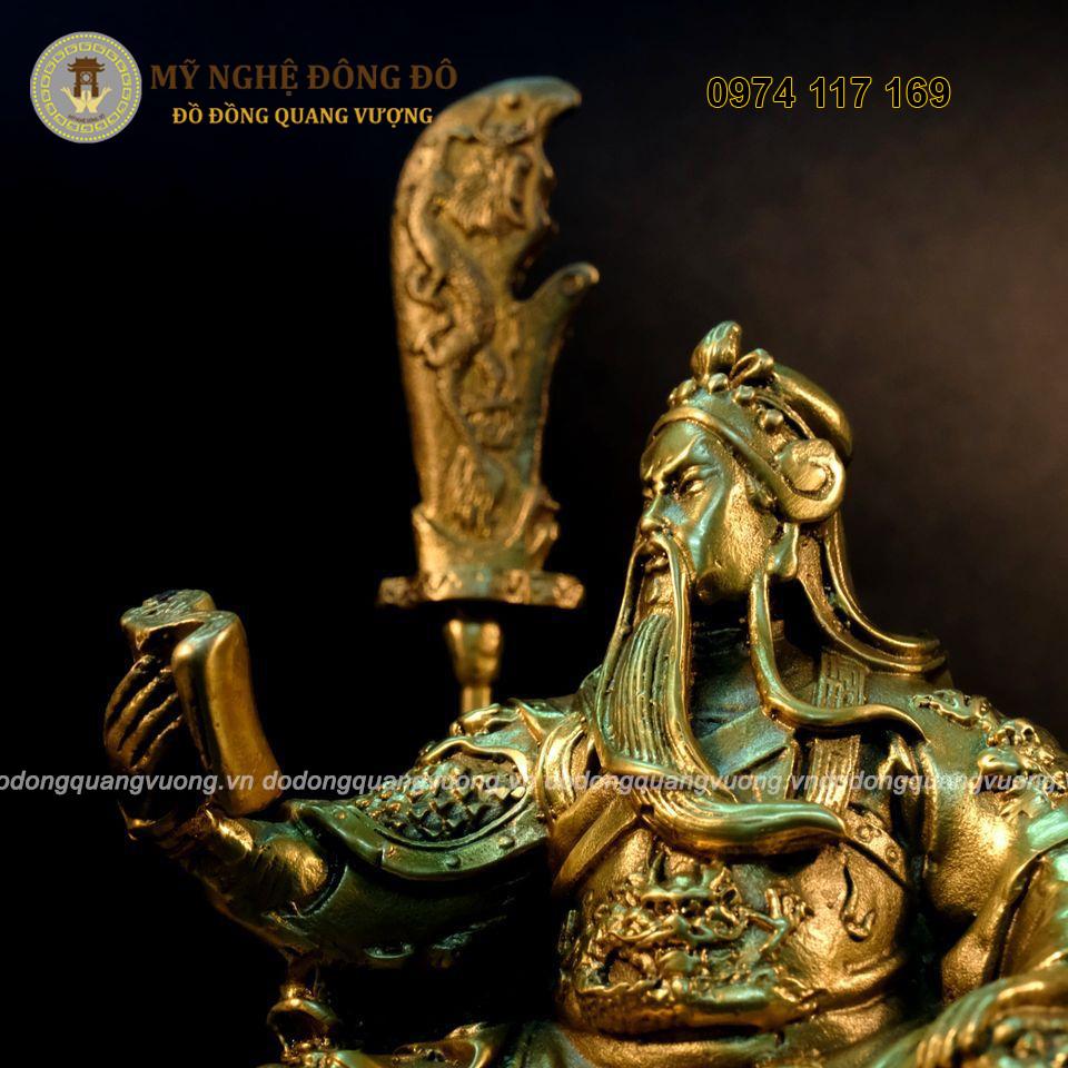 Tượng Quan Vân Trường ngồi đọc sách bằng đồng vàng
